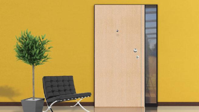 Protuprovalna vrata s bočnim fixerom