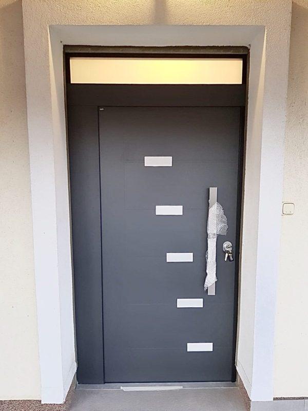 Protuprovalna vrata s nadsvjetlom