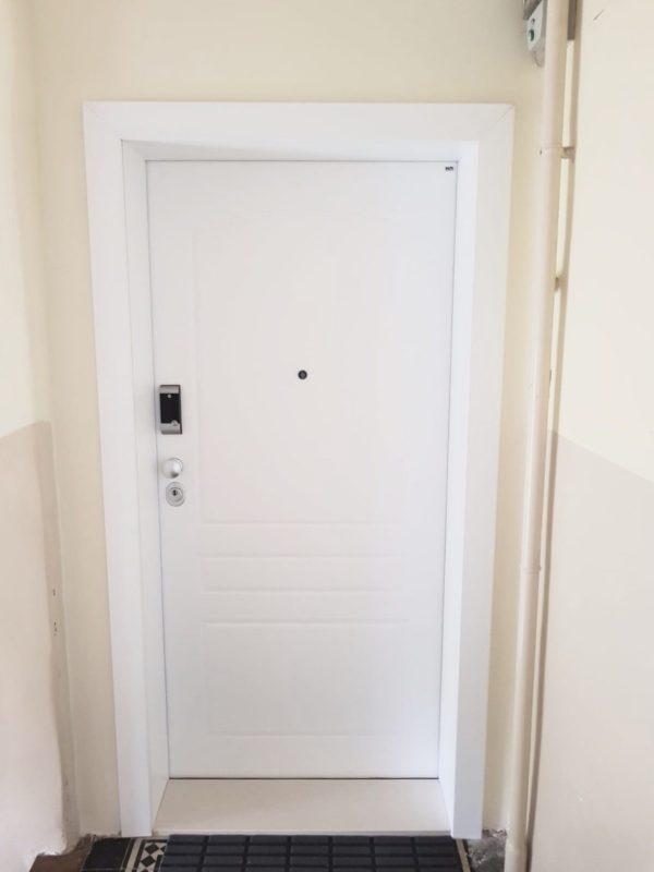 Protuprovalna vrata za stan s digitalnom bravom