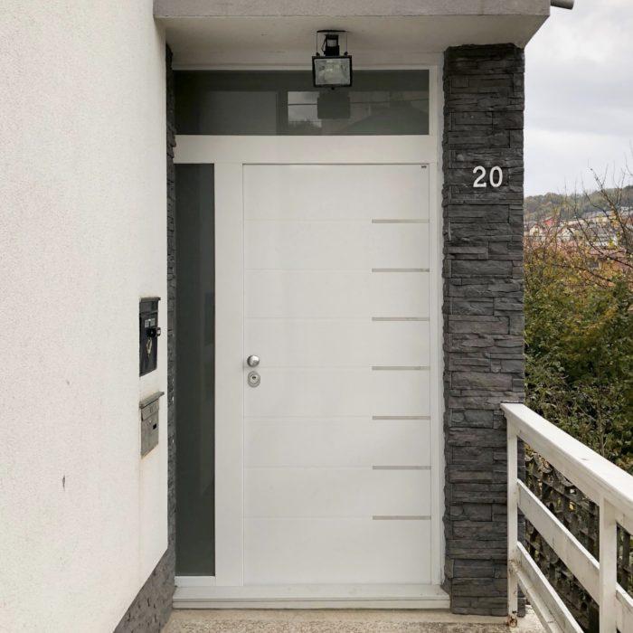Protuprovalna vrata za kuću, s bočnim fixerom i nadsvjetlom.