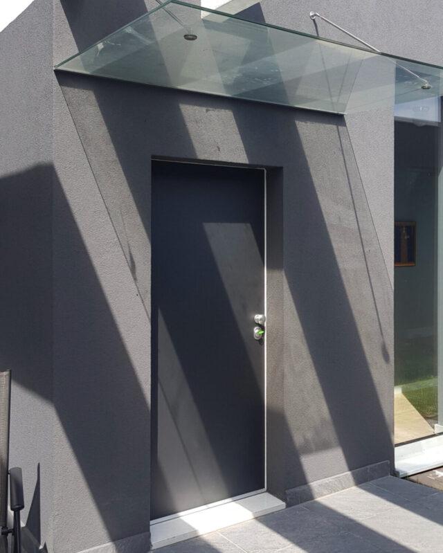 Protuprovalna vrata za kuću s ALU antracit glatkim panelom