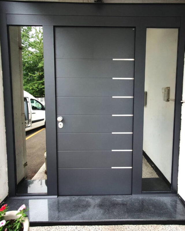 Protuprovalna vrata za kuću s dva bočna fixera